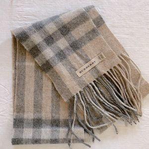 Burberry skinny scarf